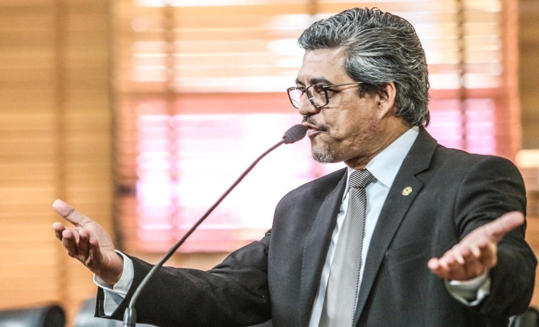 Edvaldo Magalhães diz que não se pode concordar com ataques pessoais a entes da política e se solidariza com Gladson