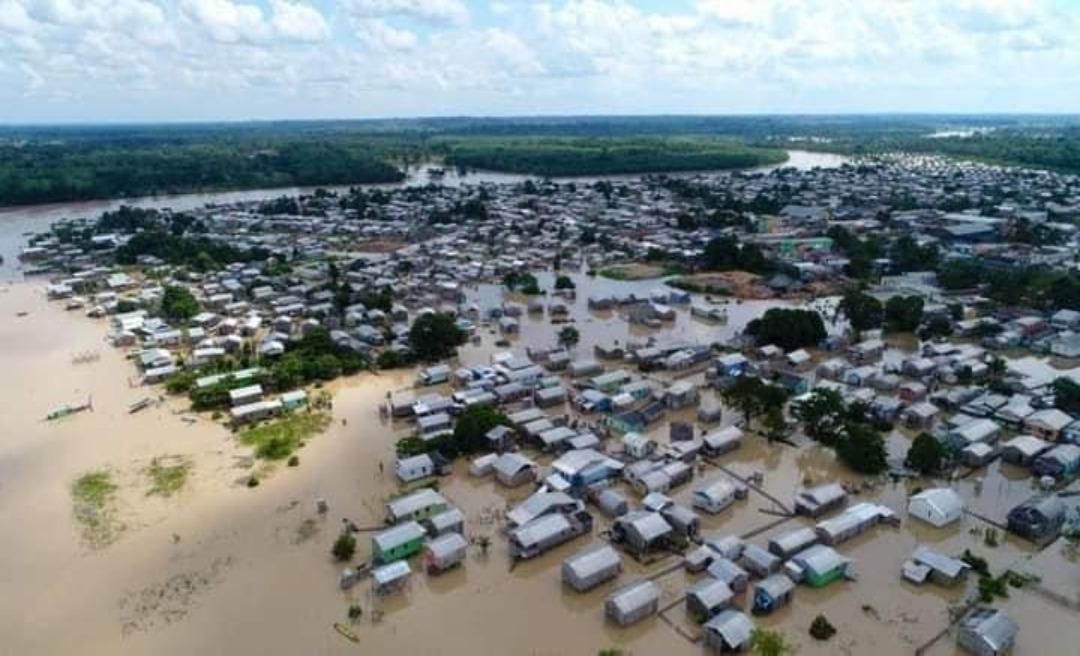 Rio Tarauacá apresenta sinais de vazante em alguns pontos, mas situação preocupa, diz Defesa Civil