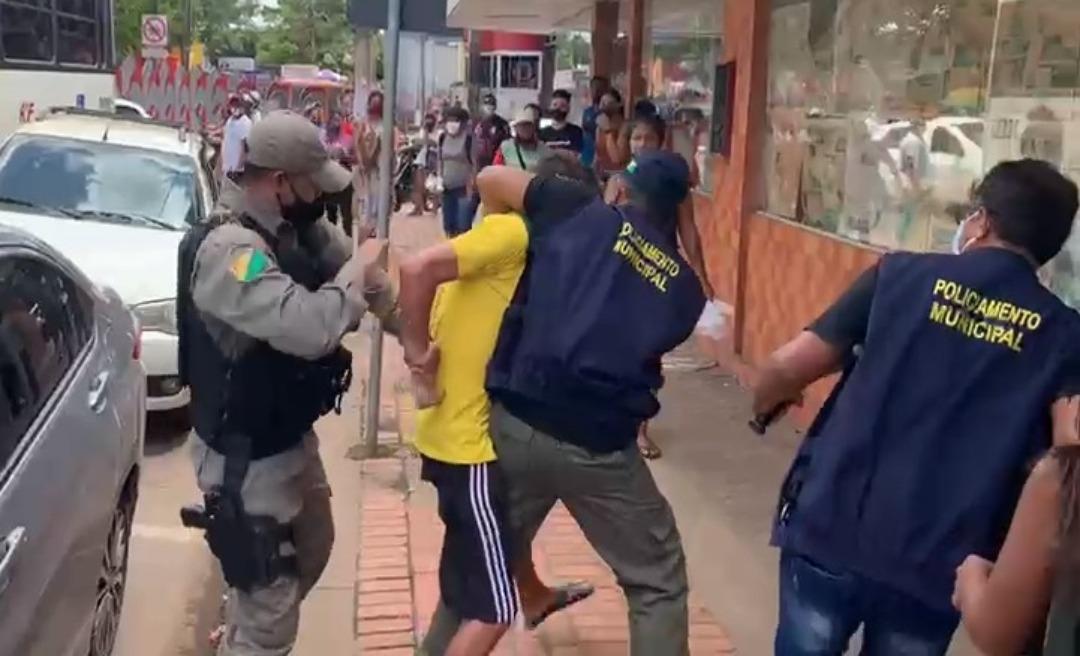 Fiscalização da prefeitura de Rio Branco contra ambulantes do Centro termina na delegacia